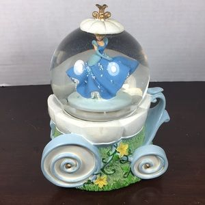 Cinderella Musical Snow Globe. Disney Princess
